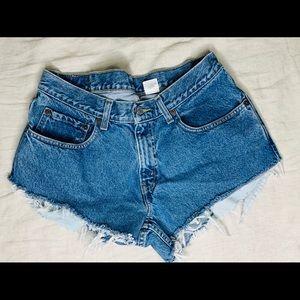 550 Levi's denim shorts.